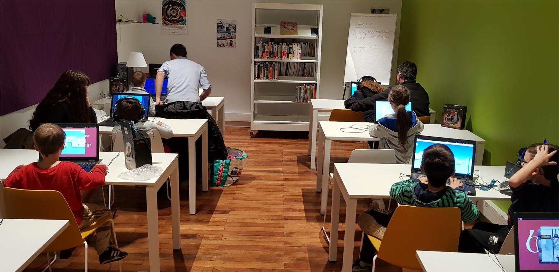 La salle multimédia accueille petits et grands joueurs de jeux vidéos