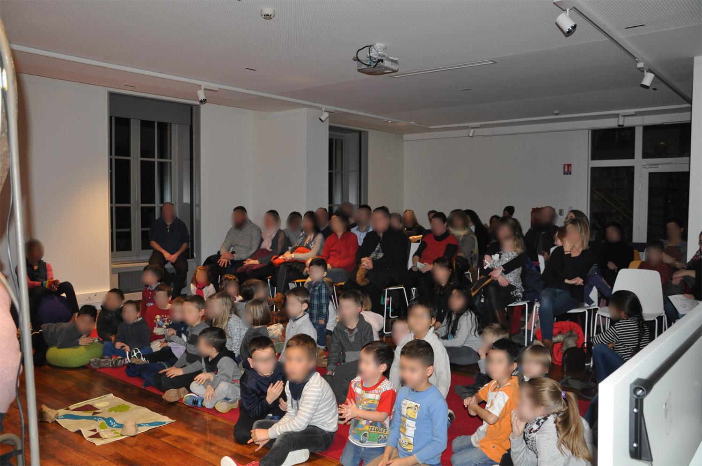 """Un public captivé par le spectacle """"Papa Grand Nez"""" joué par la Maison du Patrimoine Oral"""