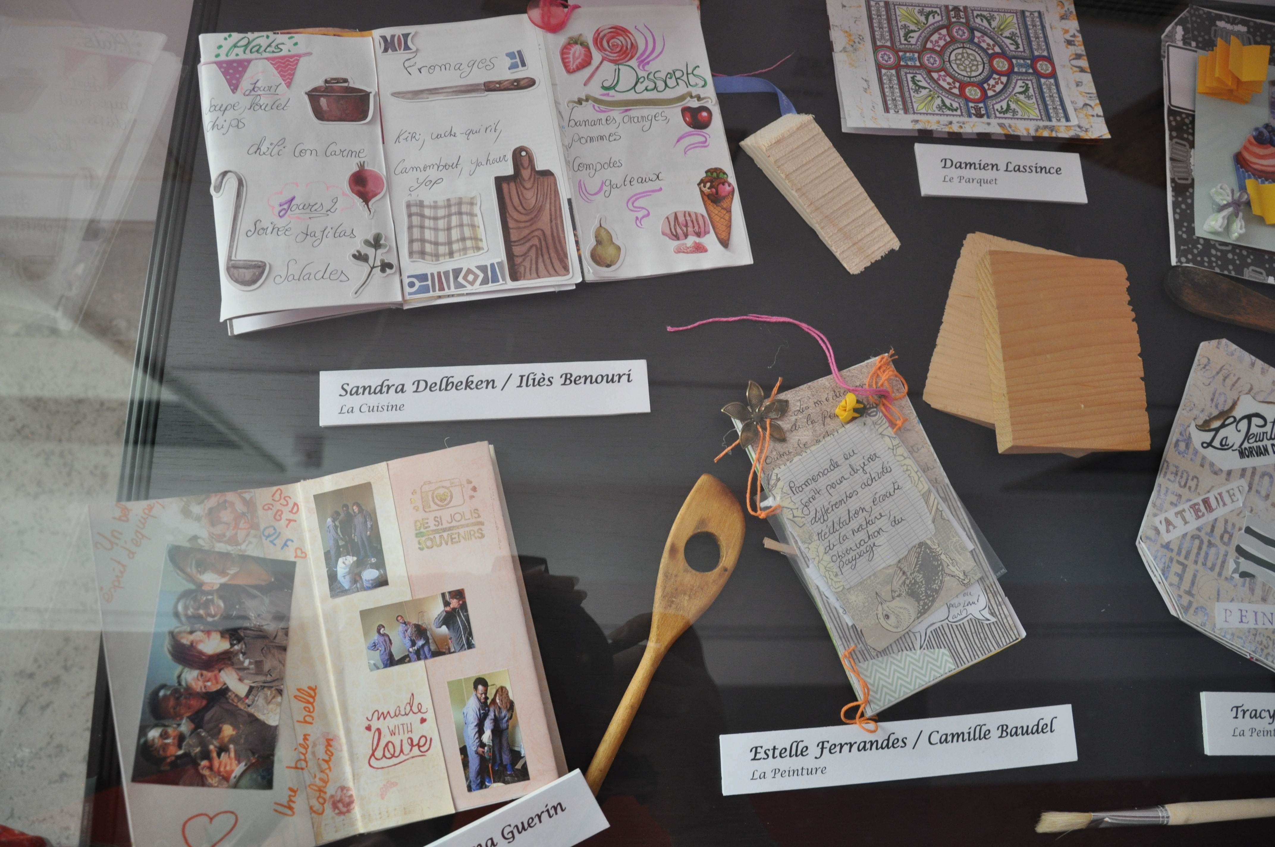 Vitrine des carnets réalisés par l'Epide d'Etang-sur-Arroux