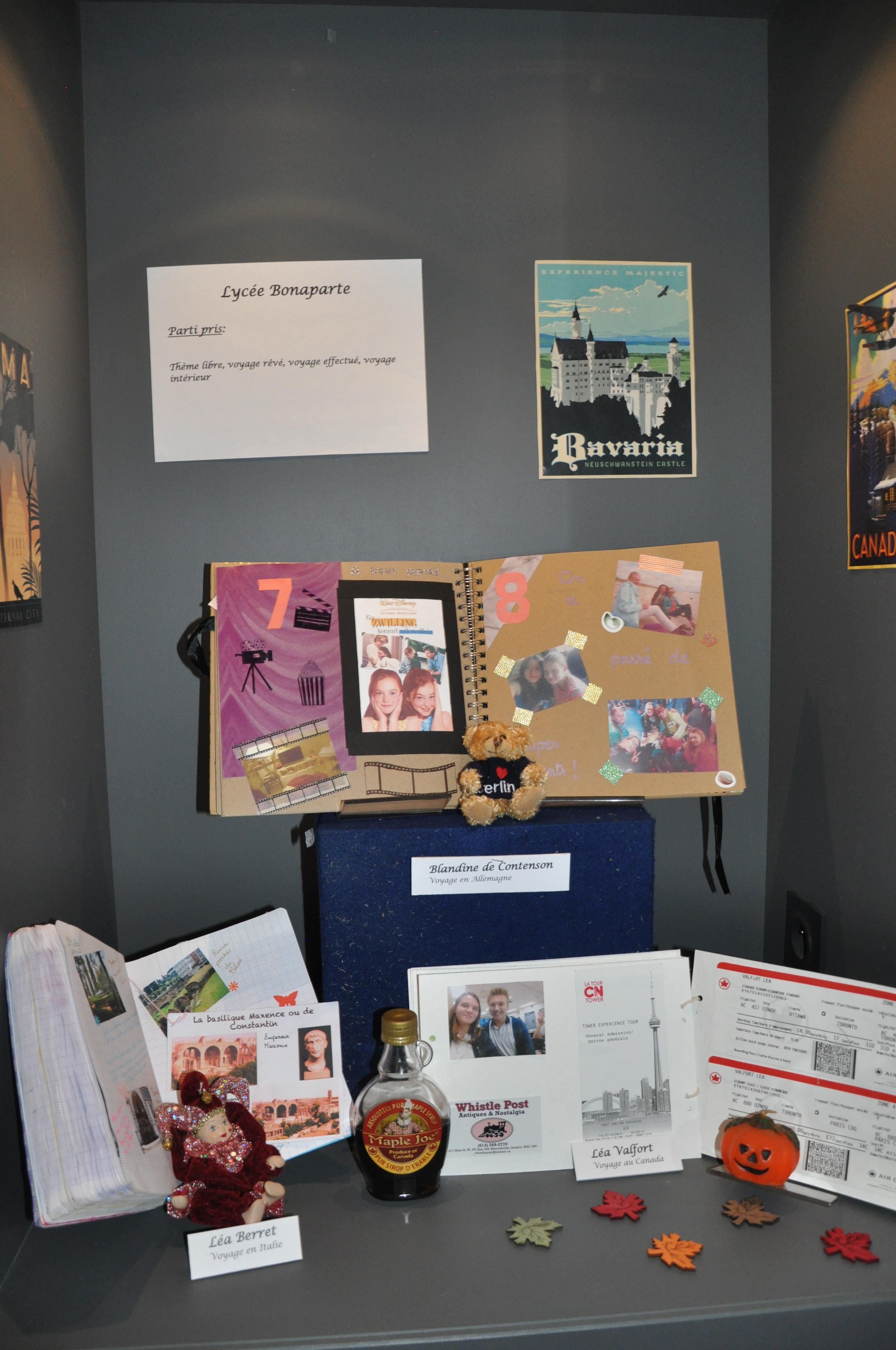 Vitrine des carnets réalisés par les élèves du Lycée Bonaparte 1/3